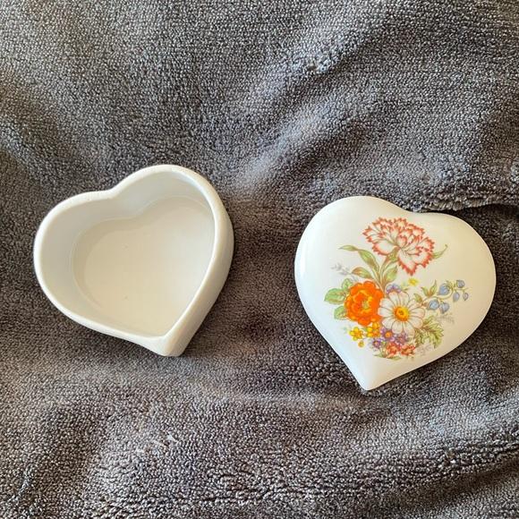 Vtg mini porcelain heart shaped trinket box EUC